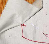 Показанные на рисунке буфы получают из нескольких зигзагообразных вышитых рядов.