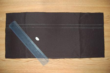 На расстоянии 6см от верха прямоугольника с изнаночной стороны рисуем линию притачивани кулиски. Ширина кулиски - 1.5см.